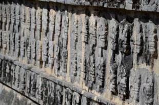 Muerto, doodshoofden op ruines Chichen Itza Mexico
