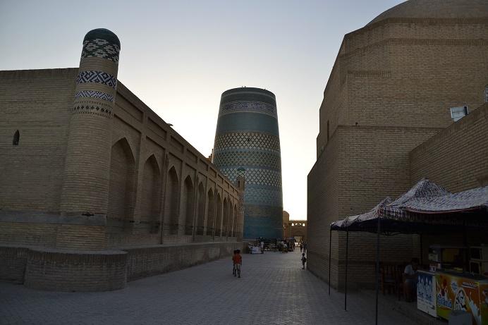 khiva-at-sunset-uzbekistan-travel