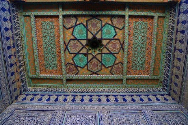 oezbekistan-khiva-colourful-ceiling
