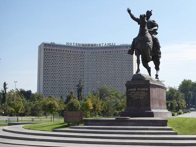 tashkent-oezbekistan-statue-timur-travel