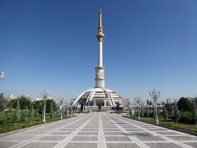 Turkmenistan, monument in Ashgabat, zijderoute reis